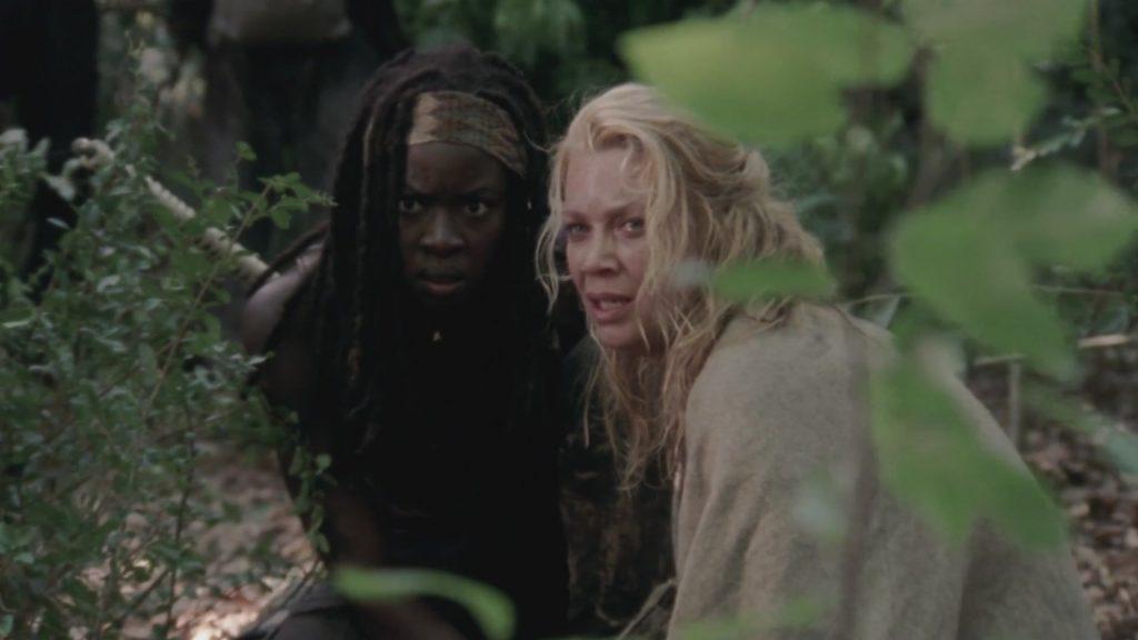 Michonne (Danai Gurira) e Andrea (Laurie Holden) em cena da terceira temporada de The Walking Dead
