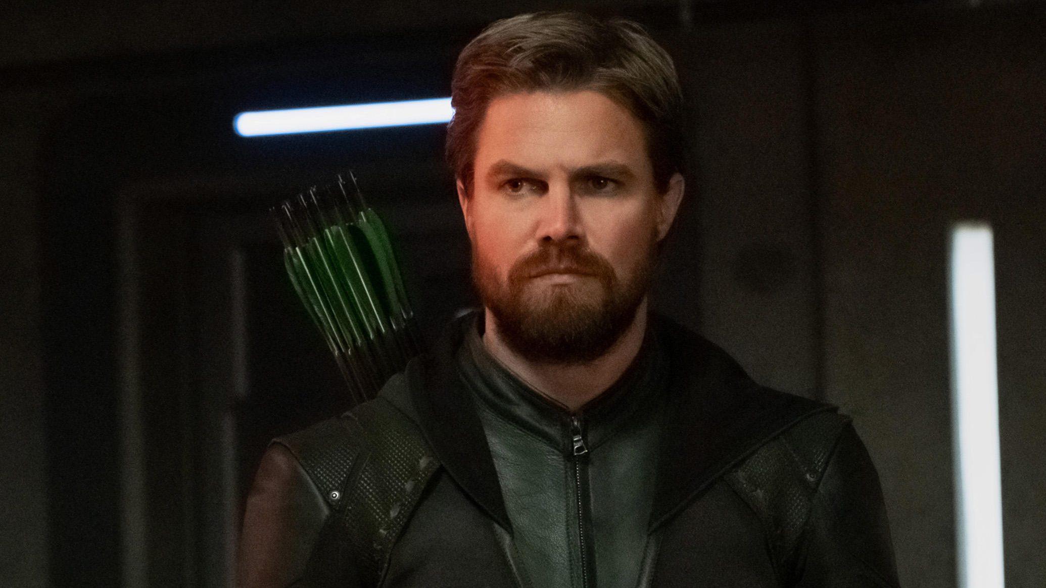 Oliver Queen (Stephen Amell) em Crise nas Infinitas Terras