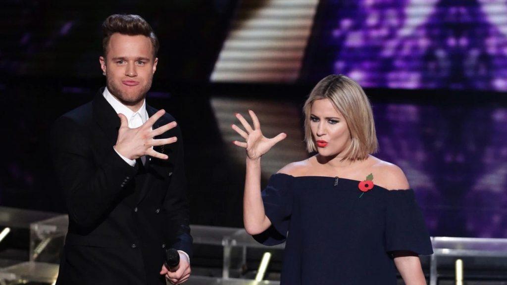Olly Murs e Caroline Flack durante apresentação do The X Factor em 2015