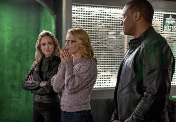 Sara, Felicity e Diggle em Arrow