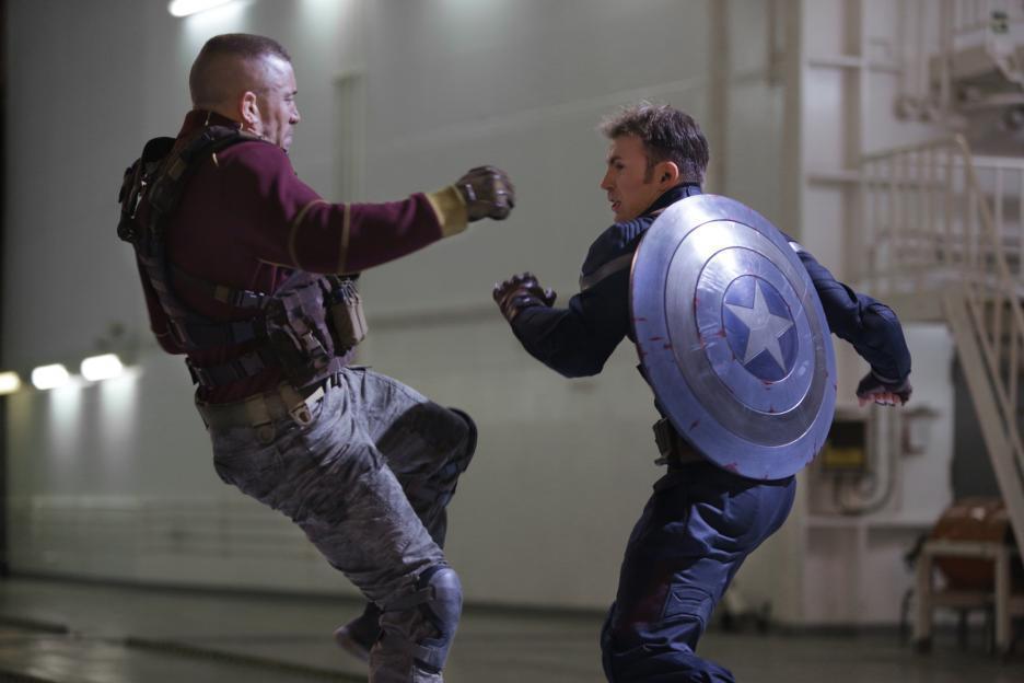 Batroc lutando com Capitão América