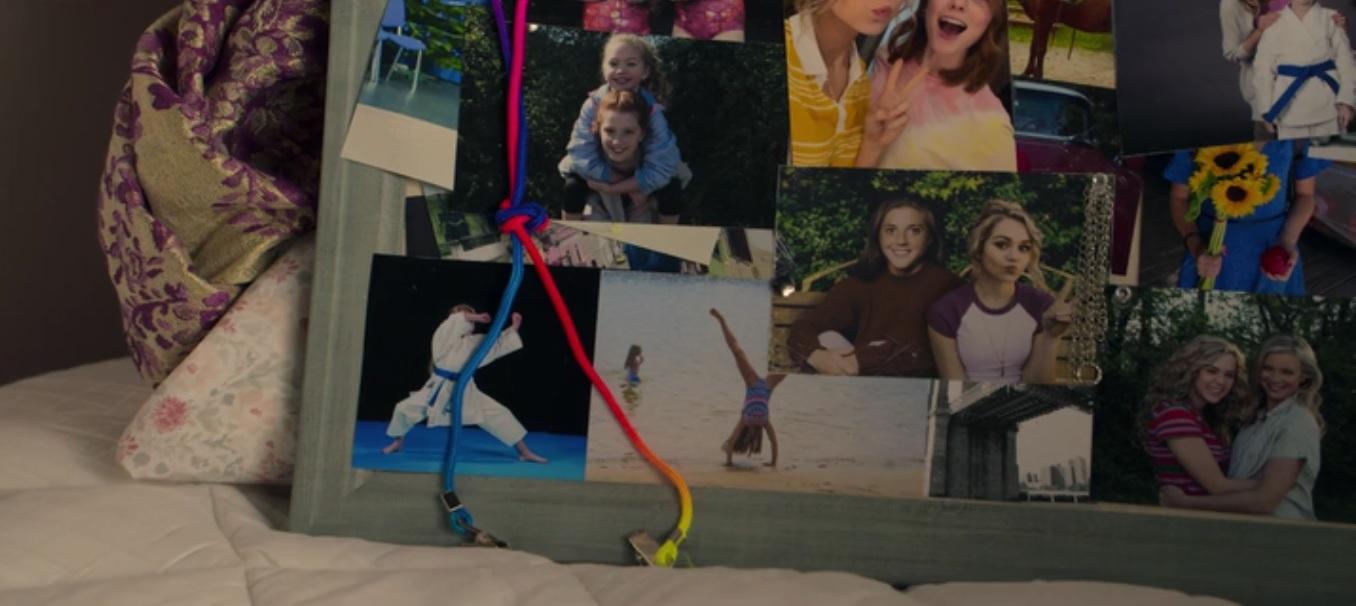 easter-egg de Stargirl que mostra Courtney Johns, irmã falecida do criador da série