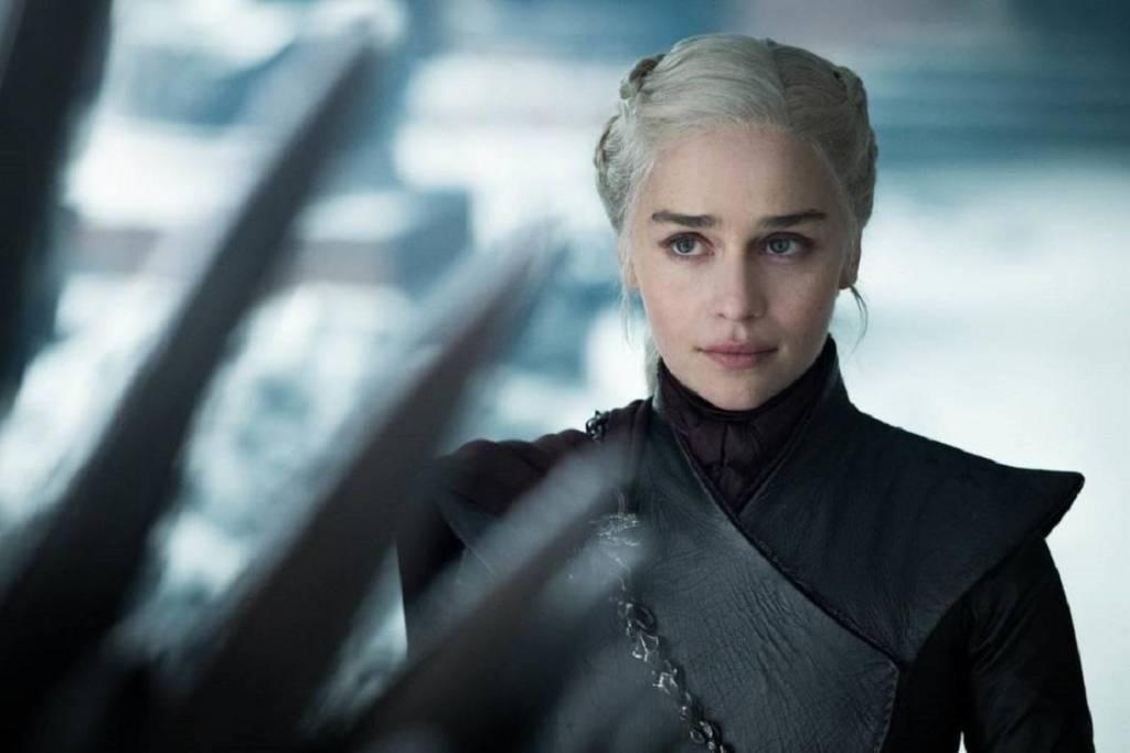 Emilia Clarke como Daenerys Targaryen na última temporada de Game of Thrones