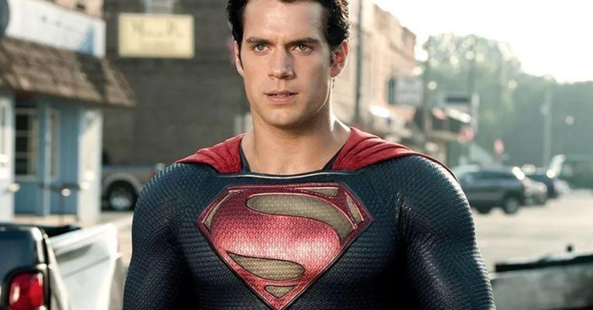 Henry Cavill como Superman em Homem de Aço (Reprodução)