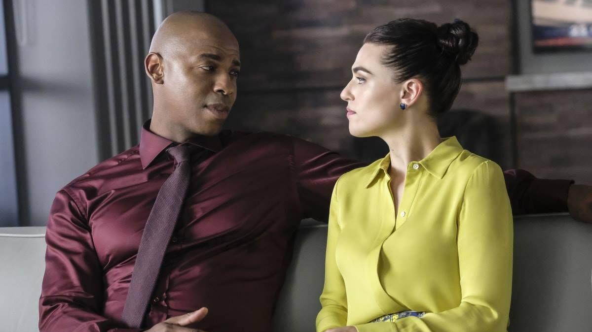 James Olsen (Mehcad Brooks) e Lena Luthor (Katie McGrath) em Supergirl (Reprodução / The CW)