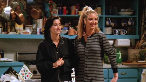 Courteney Cox and Lisa Kudrow, in a scene of
