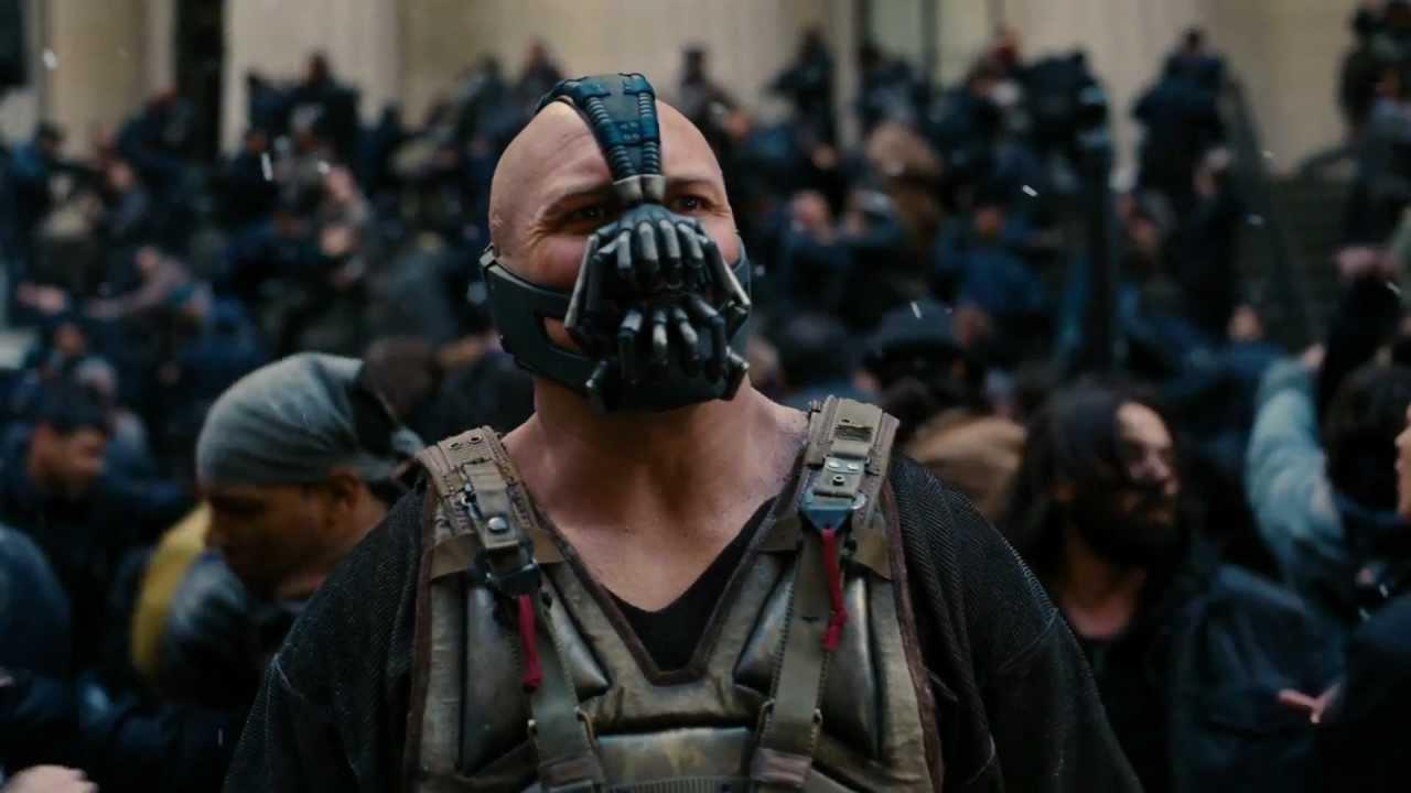 Tom Hardy com Bane em O Cavaleiro das Trevas Ressurge (Reprodução)