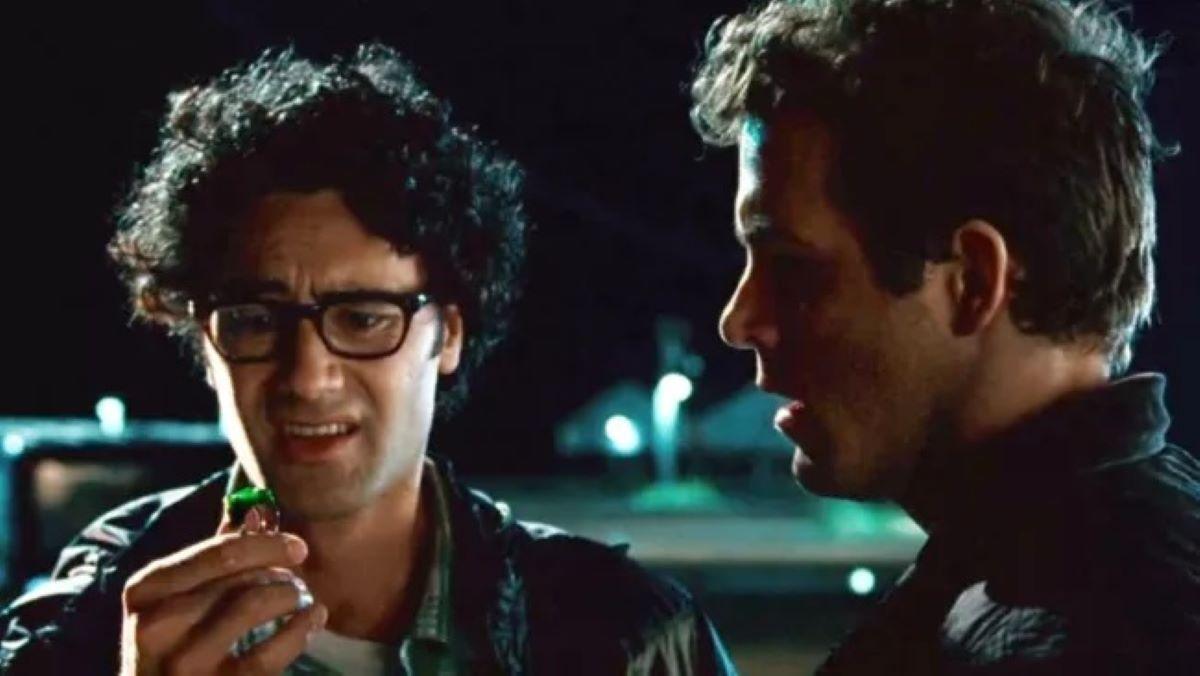 Taika Waititi e Ryan Reynolds em Lanterna Verde (Divulgação)