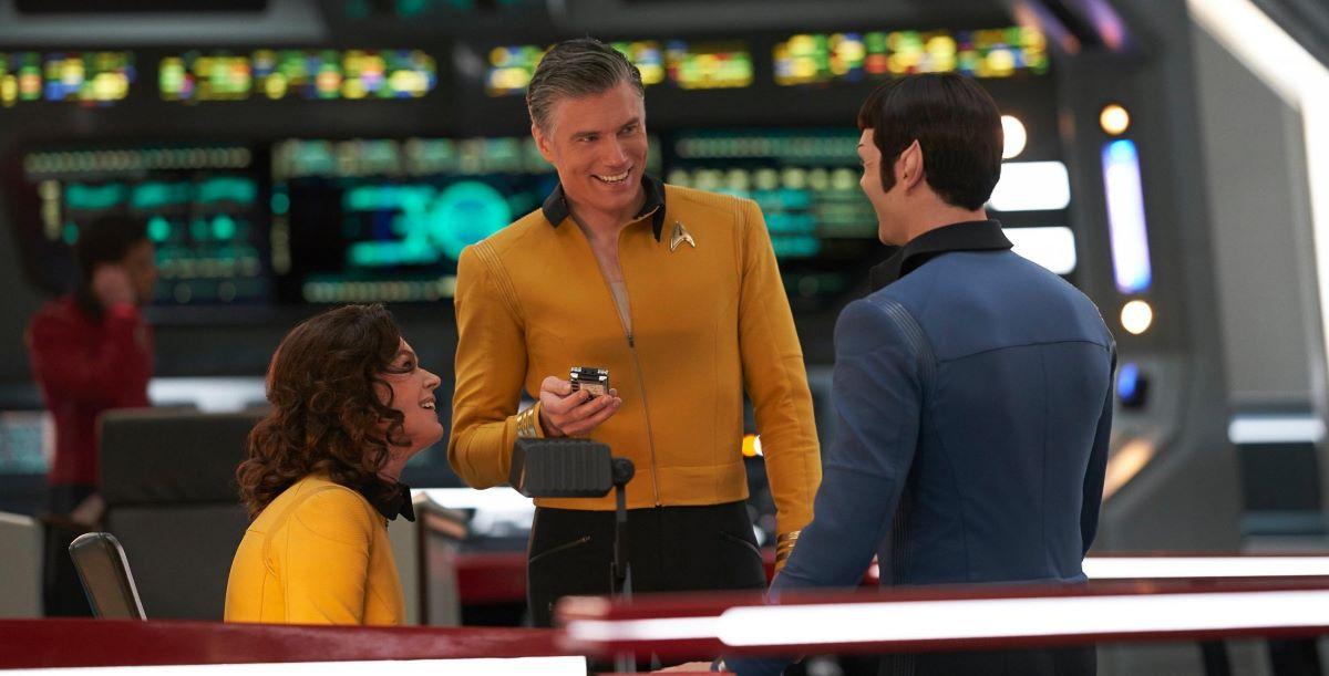 Ethan Peck, Anson Mount e Rebecca Romijn em Star Trek: Discovery (Divulgação / CBS)