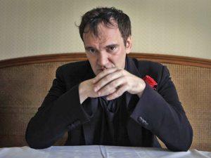 O cineasta Quentin Tarantino ainda está editando a versão dos cinemas de Era Uma Vez em Hollywood (Divulgação)
