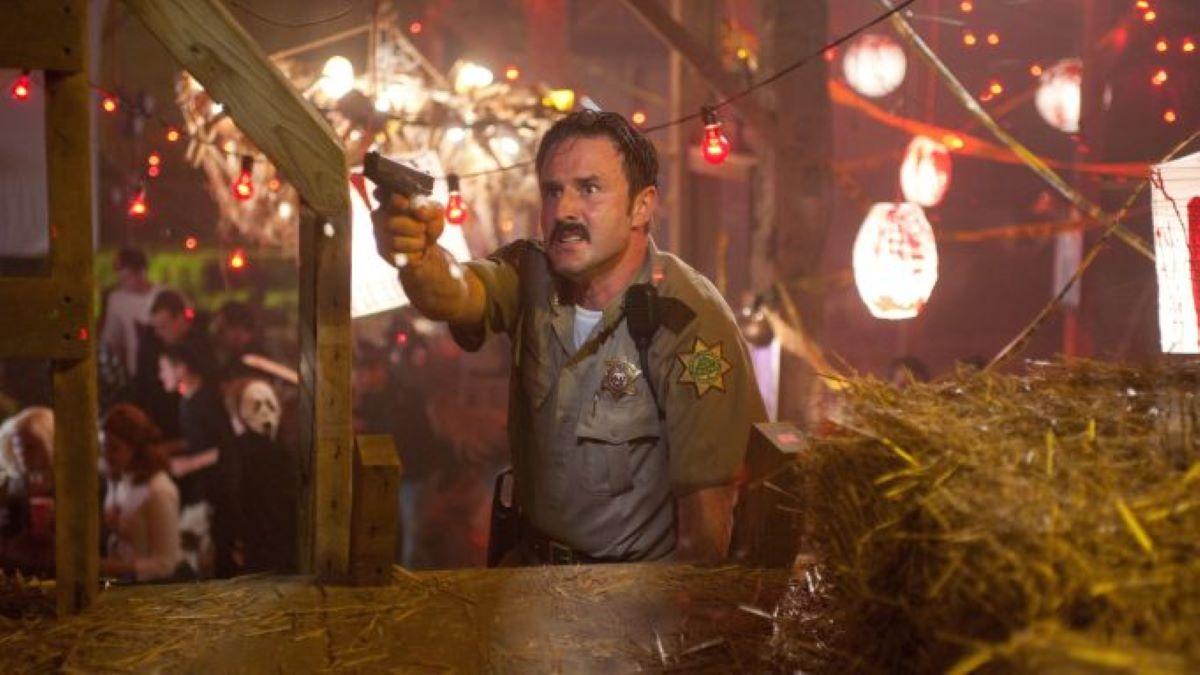 David Arquette como Xerife Dewey Riley em Pânico (Foto: Divulgação)