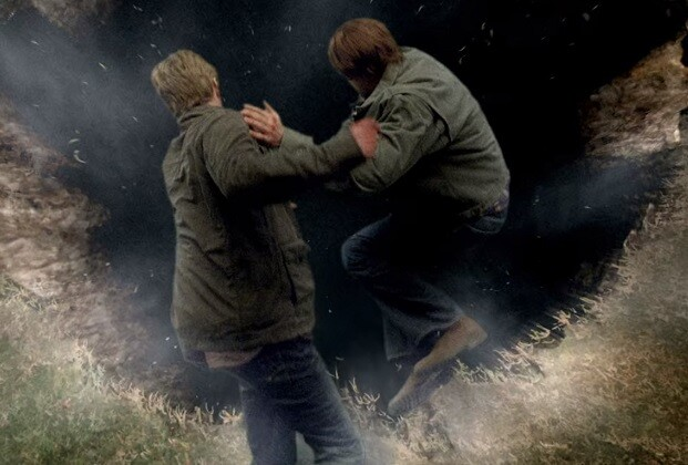 Sam (Jared Padalecki) pulando no inferno com Lucífer (Mark Pellegrino) em Supernatural