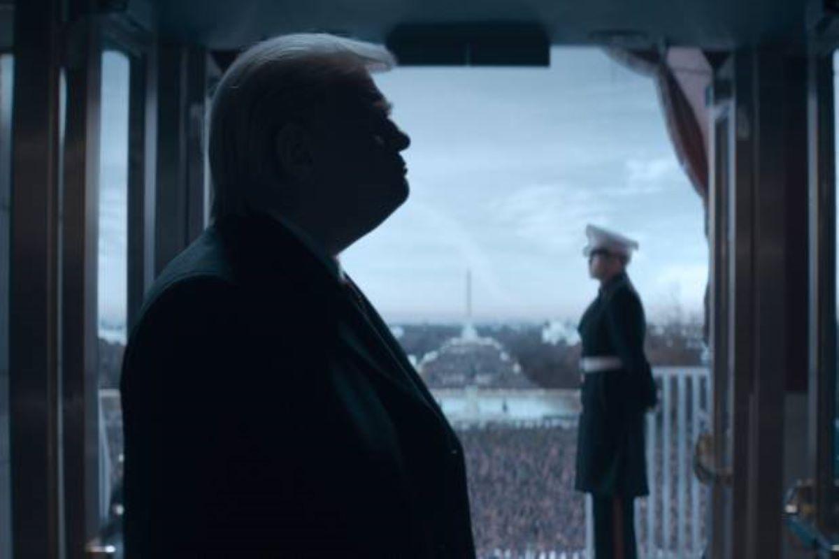 Brendan Gleeson com Donald Trump em The Comey Rule (Divulgação / Showtime)
